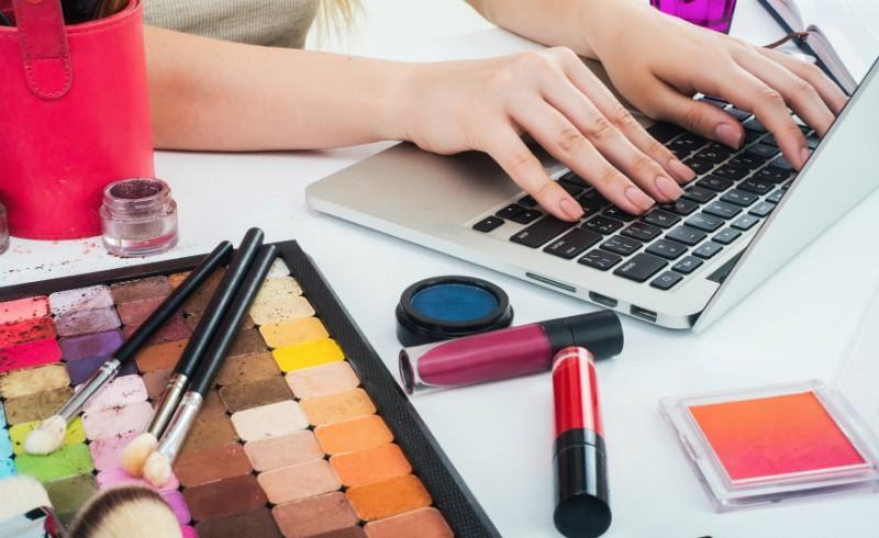 Become a Freelance Makeup Artist